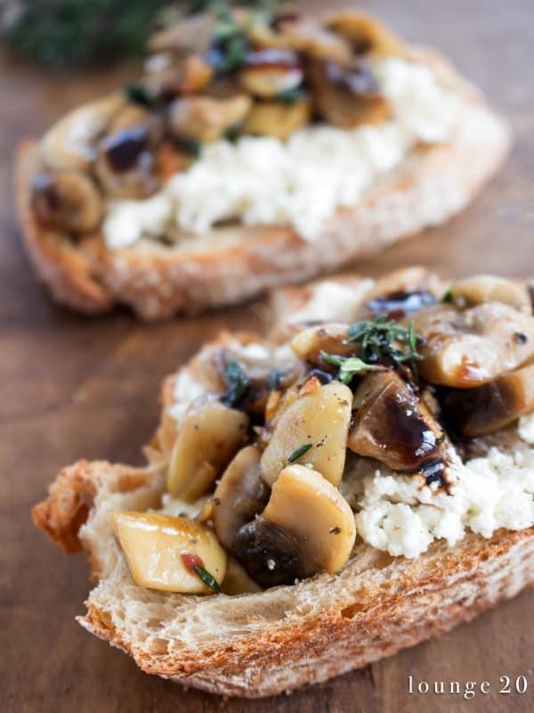 Crostini mit Ricotta und Pilzen