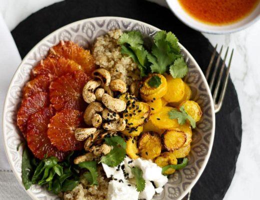 Buddha Bowl mit Blutorangen, Quinoa und Cashewkernen