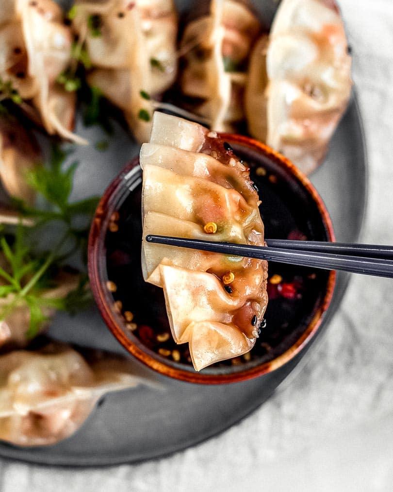Asiatische Potstickers mit Soja-Honig-Chili Sauce - Einzelbild