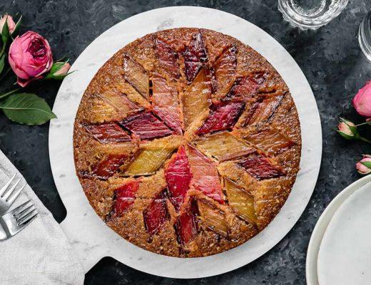 Upside down Rhabarberkuchen mit Orange und Kardamom Titelbild