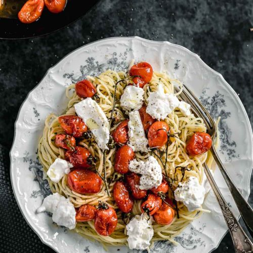 Spaghetti with caramelized tomatoes and burratta