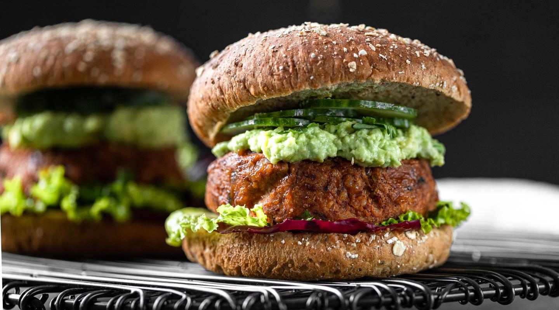 Vegane Burger mit Salat und Guacamole - Lounge 20